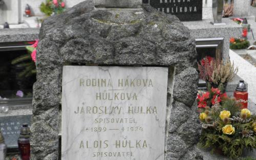 detail_hrobu_a.a_j._hulkovych_ve_volyni.jpg