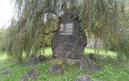 pomnik_j.j._ryby_v_presticich.jpg