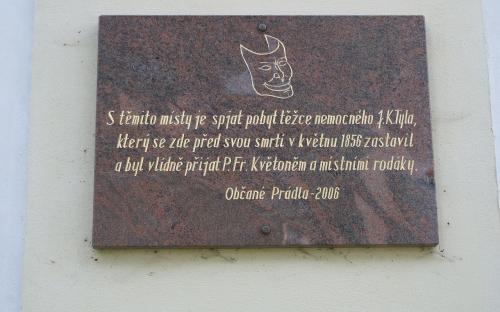 pametni_deska_na_byvale_fare_v_pradle_u_nepomuka.jpg