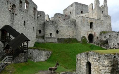 hrad_rabi_interier.jpg