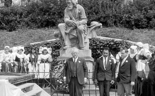 slavnost_u_pomniku_a.stastneho_ve_stekni_r.1931.jpg